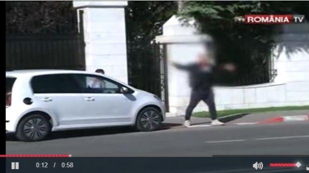 """Scandal în fața vilei lui Gigi Becali din Pipera: """"Victor a ieșit. Bine că n-am ieșit eu. Dacă o făceam, mă aresta Poliția și nu mai eram la nunta fetei mele"""""""