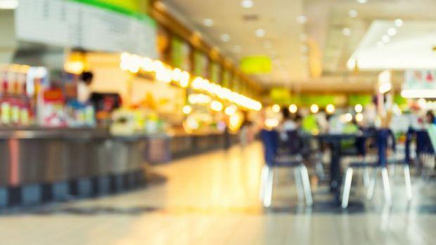 Constanța. Motivul amuzant pentru care un bărbat a intrat cu mașina în mall! Foto în articol