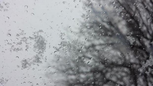 Avertizare ANM: Lapoviță, ninsoare și vânt puternic până sămbătă dimineața, în Capitală