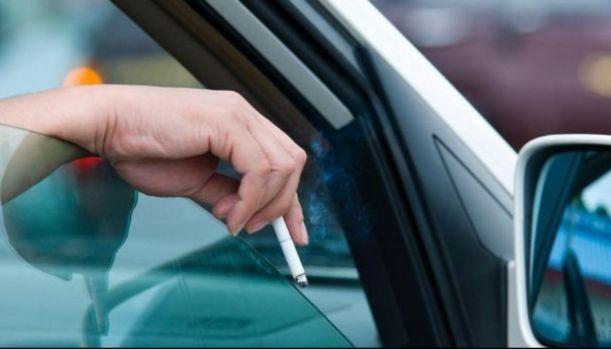 Cod rutier 2019. Ce amenzi riscă şoferii care aruncă chiştoace pe geamul maşinii