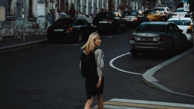 Cluj. Cum s-a răzbunat o femeie pe mașinile parcate pe trotuar! Pagubele sunt uriașe!