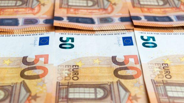Curs valutar 10 decembrie 2019. Euro se apreciază puțin, iar dolarul stagnează