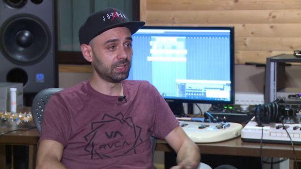 Cine este românul care compune melodiile celor mai celebri artiști din lume