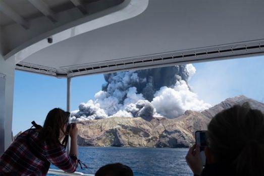 Noua Zeelandă. Erupția unui vulcan, soldată cu 5 morți și 20 de răniți! Nicio veste despre un grup de cel puțin 10 turiști! Video