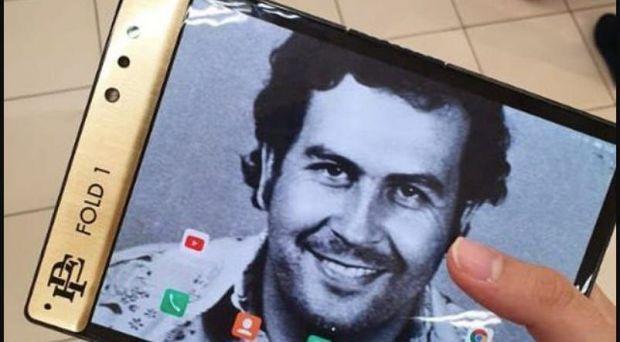 Concurență serioasă pentru Apple si Samsung! Fratele lui Pablo Escobar lansează un super telefon! Video
