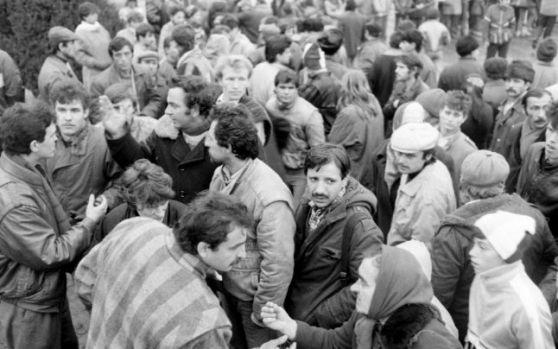 Marile minciuni care au otrăvit Revoluţia Română din 1989. Care au fost cele mai grave manipulări