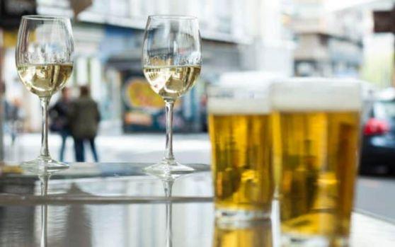 România se află în topul țărilor cu consum excesiv de alcool. Ce preferă românii
