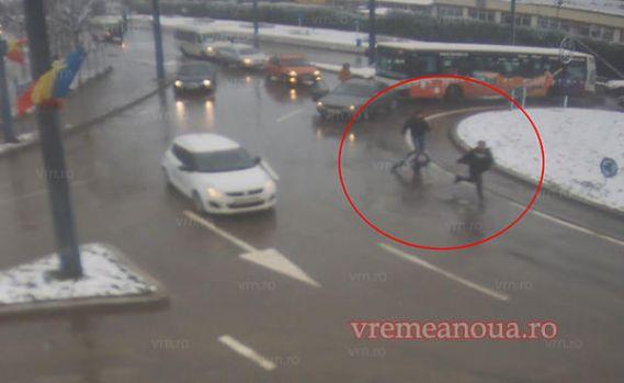 Vaslui. Bătaie în intersecție între un șofer de autobuz și posesorul unui autoturism! Video