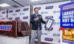 Cel mai mare Snickers din lume a intrat în Cartea Recordurilor! Ce dimensiuni i…