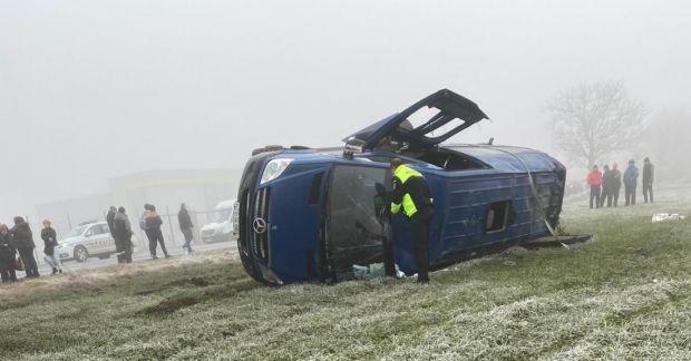 Constanța. Un microbuz s-a răsturnat! Accidentul s-a soldat cu doi morți și 18 răniți grav