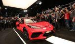 Primul exemplar al noii generații Chevrolet Corvette a fost vândut la licitaț…
