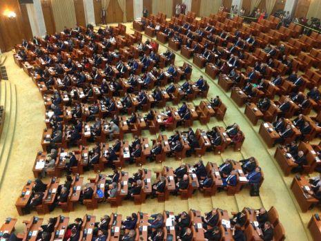 Parlamentul a eliminat pensiile speciale! Pensiile militarilor și polițiștilor rămân neatinse