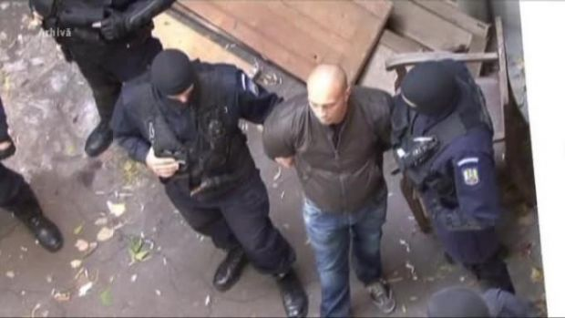 Ghenosu a fost extrădat! Interlopul Ghinea Florin, unul dintre cei mai temuți și violenți dintre infractorii români aflați pe lista urmăriților internațional, este adus în țară sub escorta Poliției Române