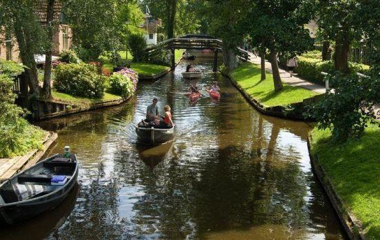 Atmosferă de poveste! Mai frumos și mai verde decât Veneția! Unde se află acest oraș! Video